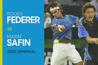 Marat Safin verslaat Roger Federer tijdens de Australian open in 2005.