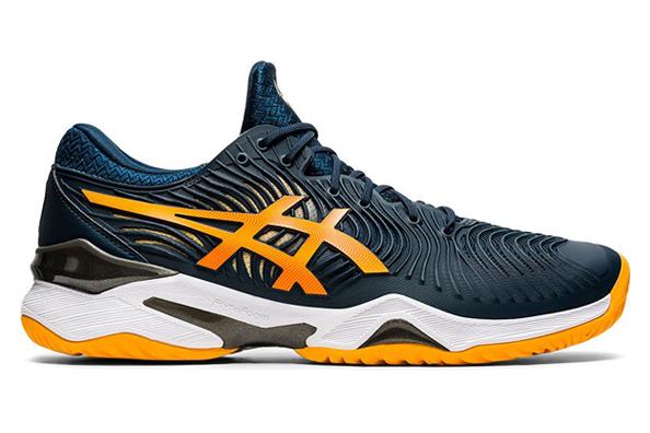 De schoen is ontworpen om bij te dragen aan uitstekende controle op de tennisbaan.