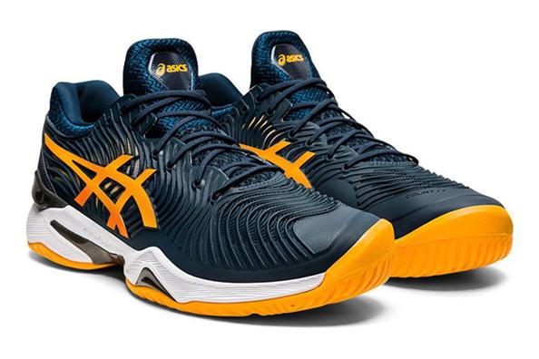 ASICS schoen die in meerdere kleurcombinaties en baansoorten beschikbaar is.